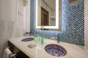 A bathroom at Gran Hotel Miramar GL