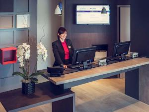 The lobby or reception area at Mercure Honfleur