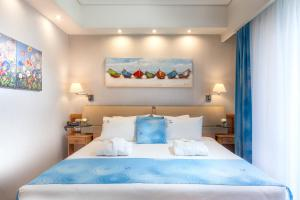 A bed or beds in a room at Tropical Hotel