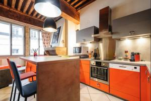 A kitchen or kitchenette at Côté Palais