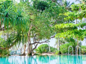 Бассейн в Serein Beach Hotel или поблизости