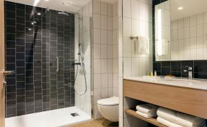 A bathroom at Hilton Garden Inn Paris Orly Airport
