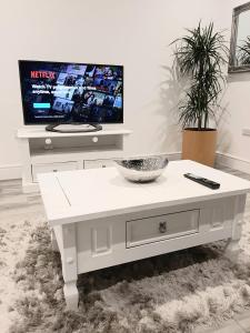 A television and/or entertainment center at Vicarage Road Luxury Apartment Free Wifi & BT Sports sleeps 4