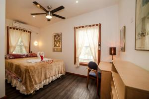 A bed or beds in a room at PirateArts Experience Resort
