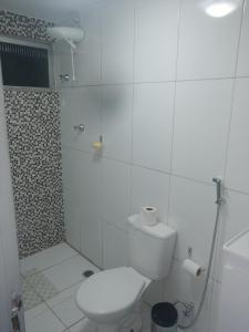 A bathroom at Residêncial primavera