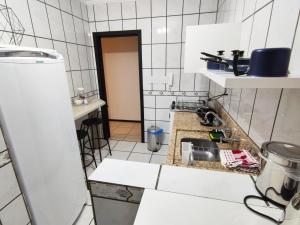 A kitchen or kitchenette at Apto prox HSVP c/ garagem
