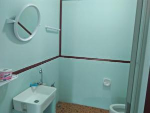 A bathroom at Happy Days Resort