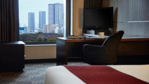 A television and/or entertainment centre at Hotel Villa Fontaine Grand Tokyo-Shiodome