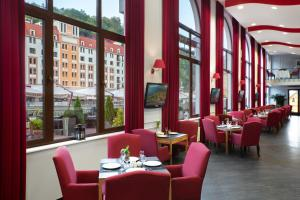 A restaurant or other place to eat at Tulip Inn Rosa Khutor Hotel