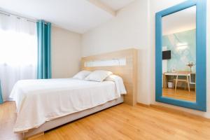 Cama o camas de una habitación en Hotel Castilla Alicante