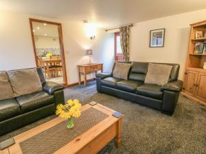 A seating area at Bluebird Cottage