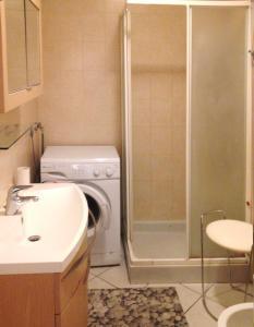 A bathroom at Nizza Francia Apartment