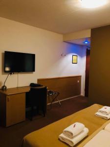Телевизор и/или развлекательный центр в Hotel - Restaurant - Cafe- Geertien