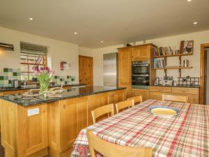 A restaurant or other place to eat at Birch Cottage, Ballater