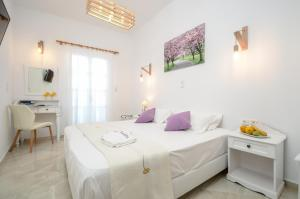 A bed or beds in a room at Hotel Anixis