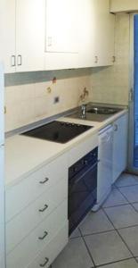 A kitchen or kitchenette at Nizza Francia Apartment