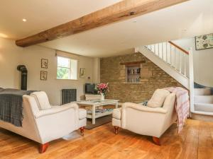 A seating area at Somerford Cottage, MALMESBURY