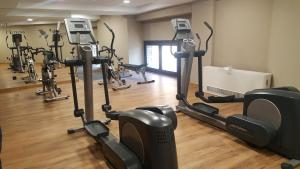 The fitness center and/or fitness facilities at Hotel Zentral Parque