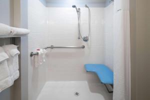 A bathroom at Baymont by Wyndham Las Vegas South Strip