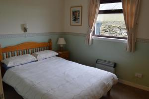 A bed or beds in a room at Bachylis Self Catering