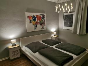 A bed or beds in a room at Gruga Apartment an der Messe