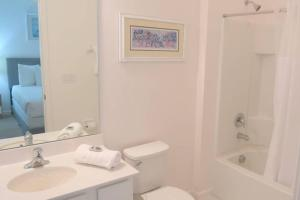 A bathroom at Sonoma Resort at Bellavida NEW VILLA NEAR DISNEY 12 bedrooms 12 bathrooms private pool and spa