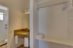 Um banheiro em Express Floripa Residence