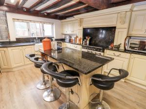 A kitchen or kitchenette at Brook House