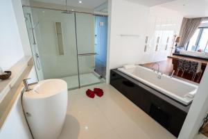 A bathroom at LUXURY POOL VILLA 3BR - VILLA GRANDE