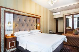 A bed or beds in a room at Grand Hotel Belorusskaya