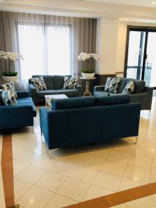 Area soggiorno di Plaza Regency Hotels