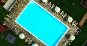 A view of the pool at Hotel Casolare Le Terre Rosse or nearby