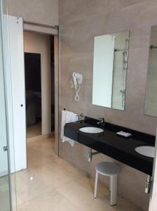 A bathroom at Hotel Ciudad de Fuenlabrada
