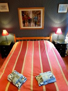 A bed or beds in a room at La Valerienne