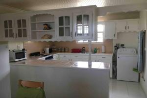 A kitchen or kitchenette at Ealing Park A - 2 Bedroom. A home away from home