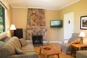 A seating area at Digby Pines Golf Resort and Spa