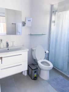Um banheiro em Spectacular 3 bedroom house with Own Pool 170B