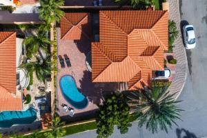 Uma vista aérea de Spectacular 3 bedroom house with Own Pool 170B