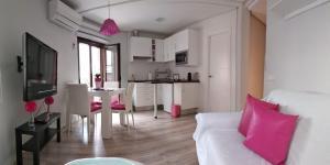 Una cocina o zona de cocina en Cervantes Apartamentos