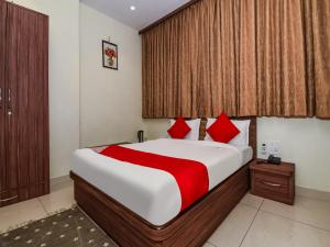 A bed or beds in a room at Hotel The Caves Near IGi Airport