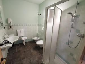 A bathroom at All'Imperatore