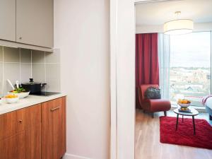 A kitchen or kitchenette at Aparthotel Adagio Birmingham City Centre