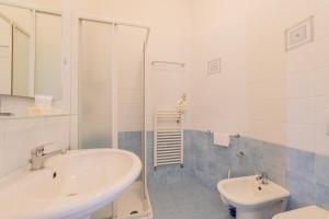 A bathroom at Hotel Fantasy