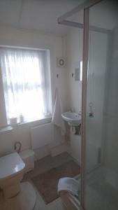 A bathroom at The Sandgate
