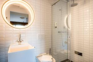 A bathroom at BLOOM Boutique Hotel & Lounge Basel