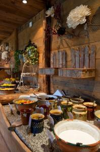 A restaurant or other place to eat at Les Grands Montets