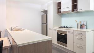 A kitchen or kitchenette at Oaks Brisbane on Charlotte Suites