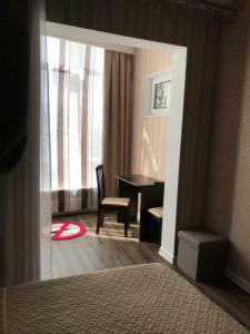 A bed or beds in a room at Апартаменты-люкс на первой береговой линии Приморская 1