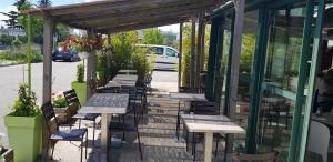 A restaurant or other place to eat at Campanile Valence Nord - Bourg-Les-Valence