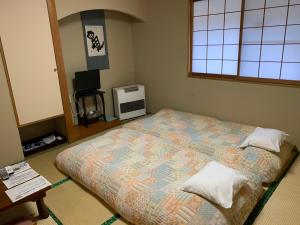 A bed or beds in a room at Annex Turtle Hotori-An
